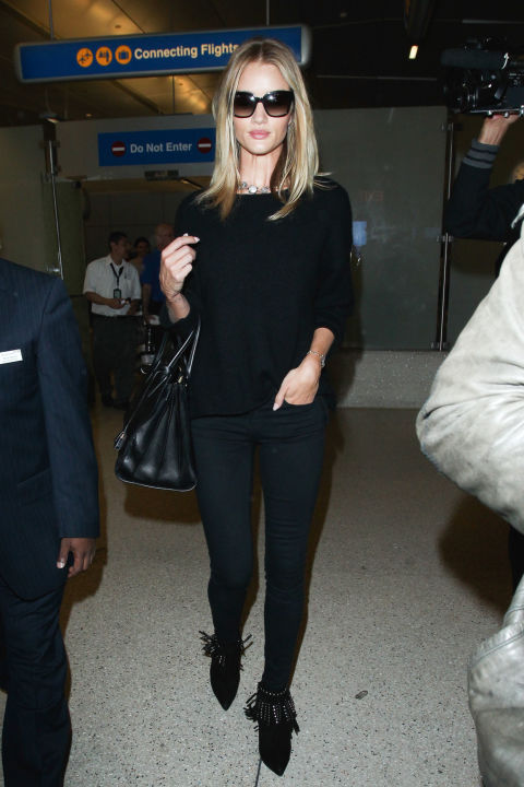 Rosie Huntington-Whiteley knows black on black is an effortless look for a long day of travel.
