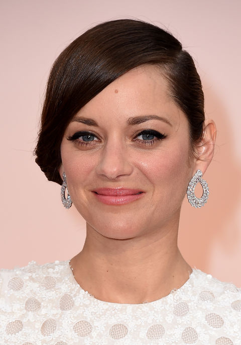 Marion Cotillard's pear-shaped Chopard earrings (featuring 13.41-carats of diamonds) are a subtle match to her Dior gown.