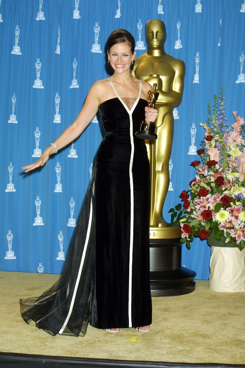Julia Roberts in Valentino for Erin Brockovich