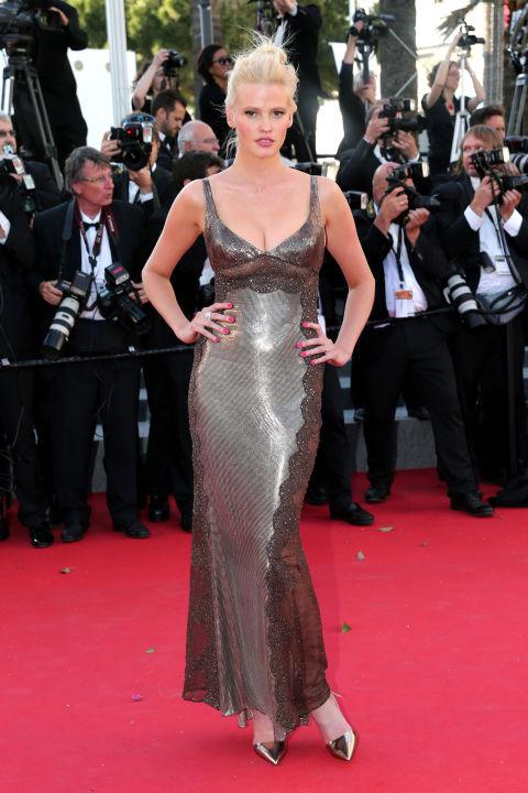 Lara Stone in Atelier Versace