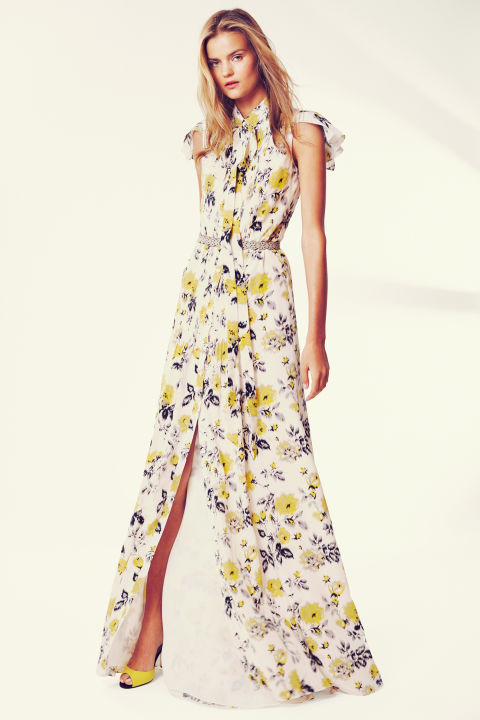 708e6caa84fd CAROLINA HERRERA RESORT 2016 Collection is all about colour and effortless  style.It exudes a very breezy,cool,light vibe.This collection is meant for  the ...