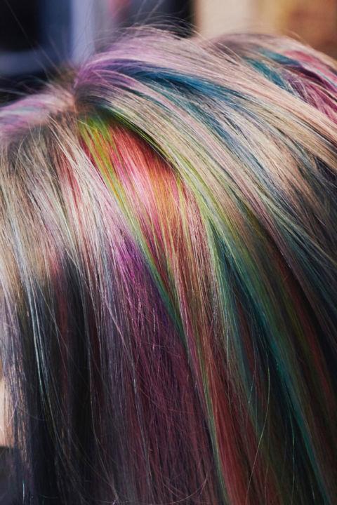 gökkuşağı renkli saç
