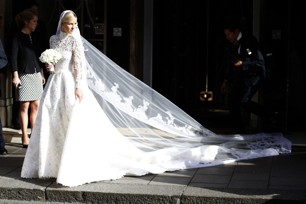 See all the photos from Hilton's wedding dress fitting here.