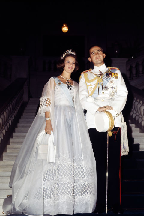 Royal wedding gowns iconic royal brides for Princess anne wedding dress