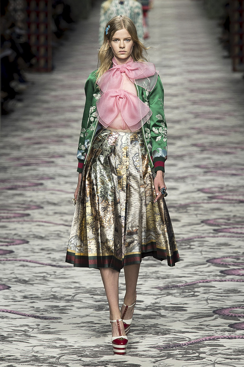 gucci trends spring summer runway modern retro week pussy embroidery wear minimalist embellishment ss milan runways mfw imaxtree bows muses
