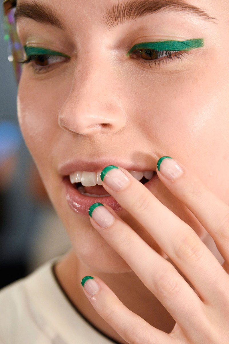 Nail art trends ~ Beautify themselves with sweet nails
