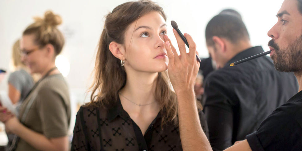 BEAUTYSCHOOL: CAN YOU USE LIPSTICK IN PLACE OF CONCEALER AND COLOR CORRECTORS?
