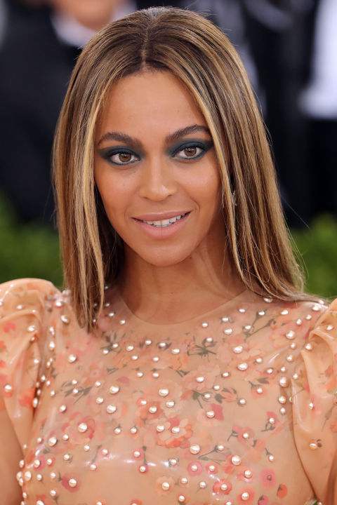 Magnificent 12 Best Ash Blonde Hair Color Ideas Top Celebrities With Ash Short Hairstyles For Black Women Fulllsitofus