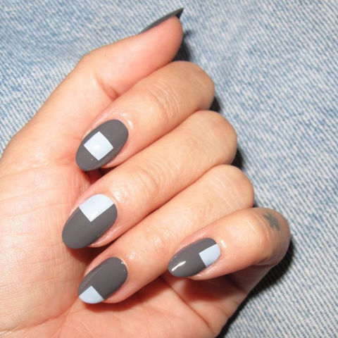 A lesson in geometry: oval shaped nails adorned with squares look chic.@nataliepavioskinails