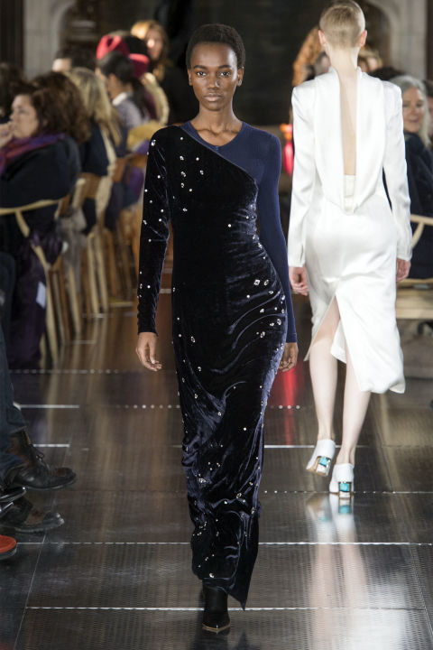 Evening was about effortless glamour. Nothing fussy or too involved. Velvet continues to make its mark and here, it black and navy velvet was peppered with star-like pearls or or worn over a sheer turtleneck. A neat way to style it for a modern woman.