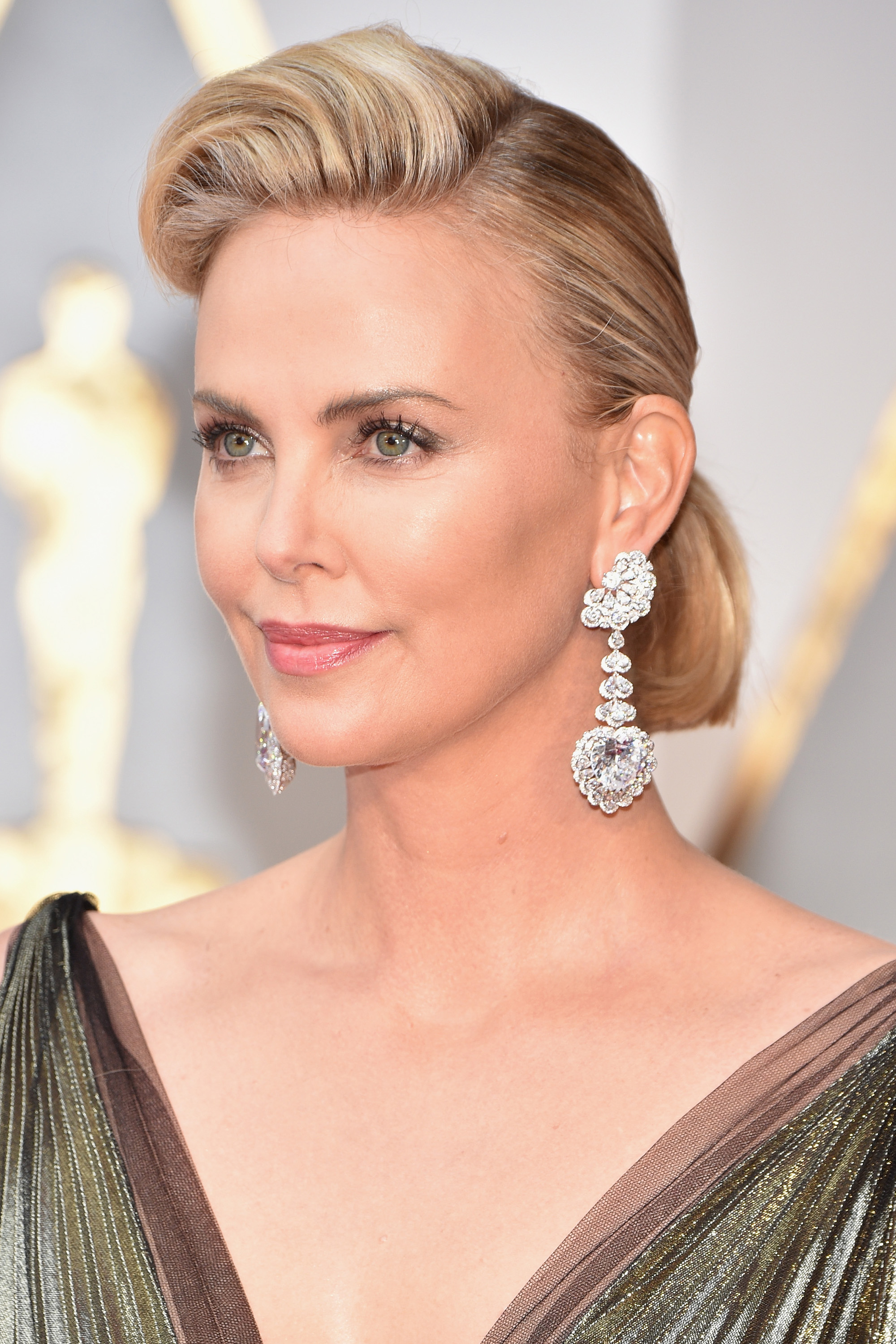 Best Jewelry From the Oscars Red Carpet 2017 – Earrings ... Charlize Theron
