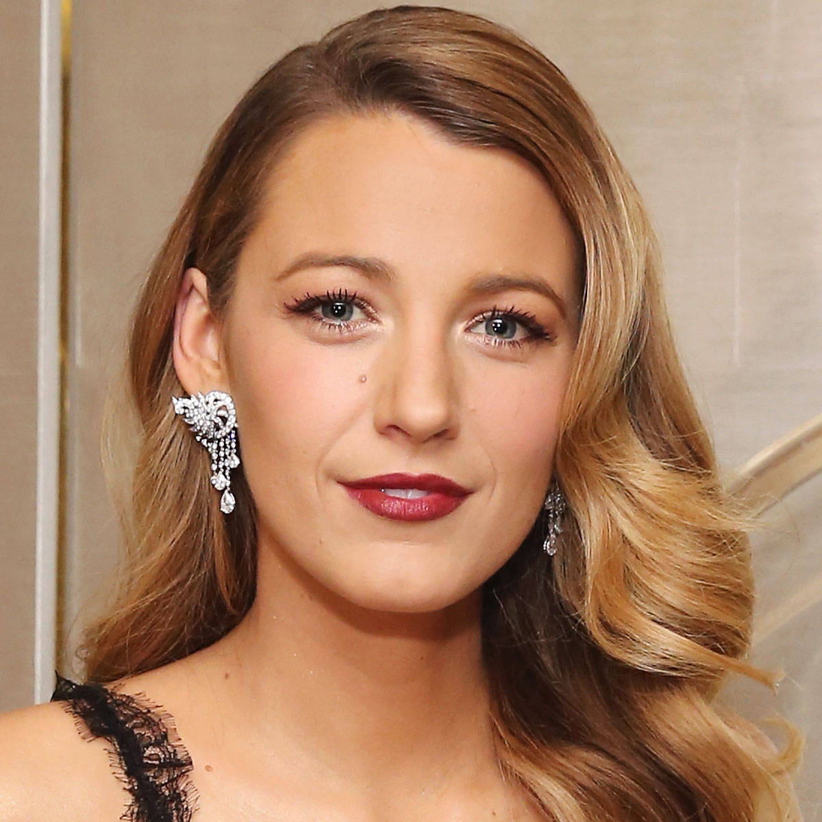 blake lively red dress makeup - photo #33