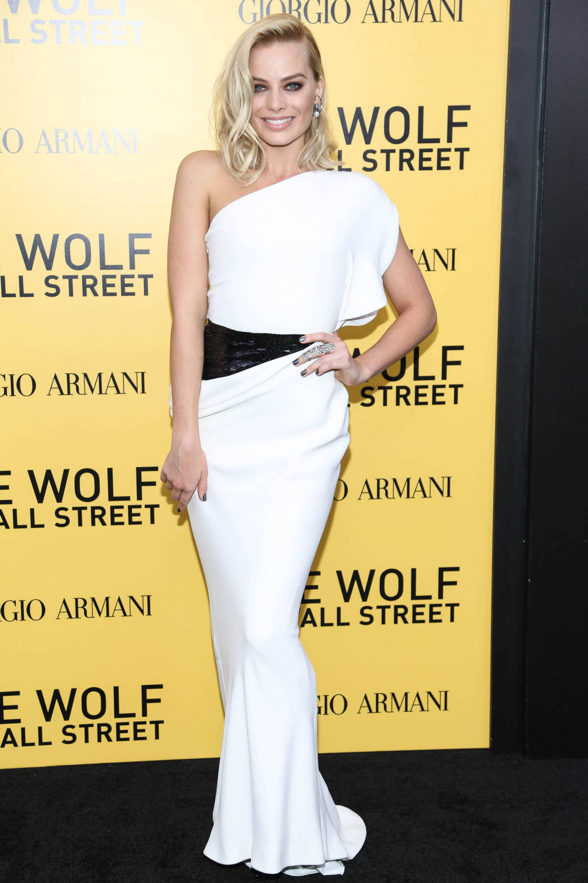 Margot Robbie Turned The City Sidewalk Into A Runway This