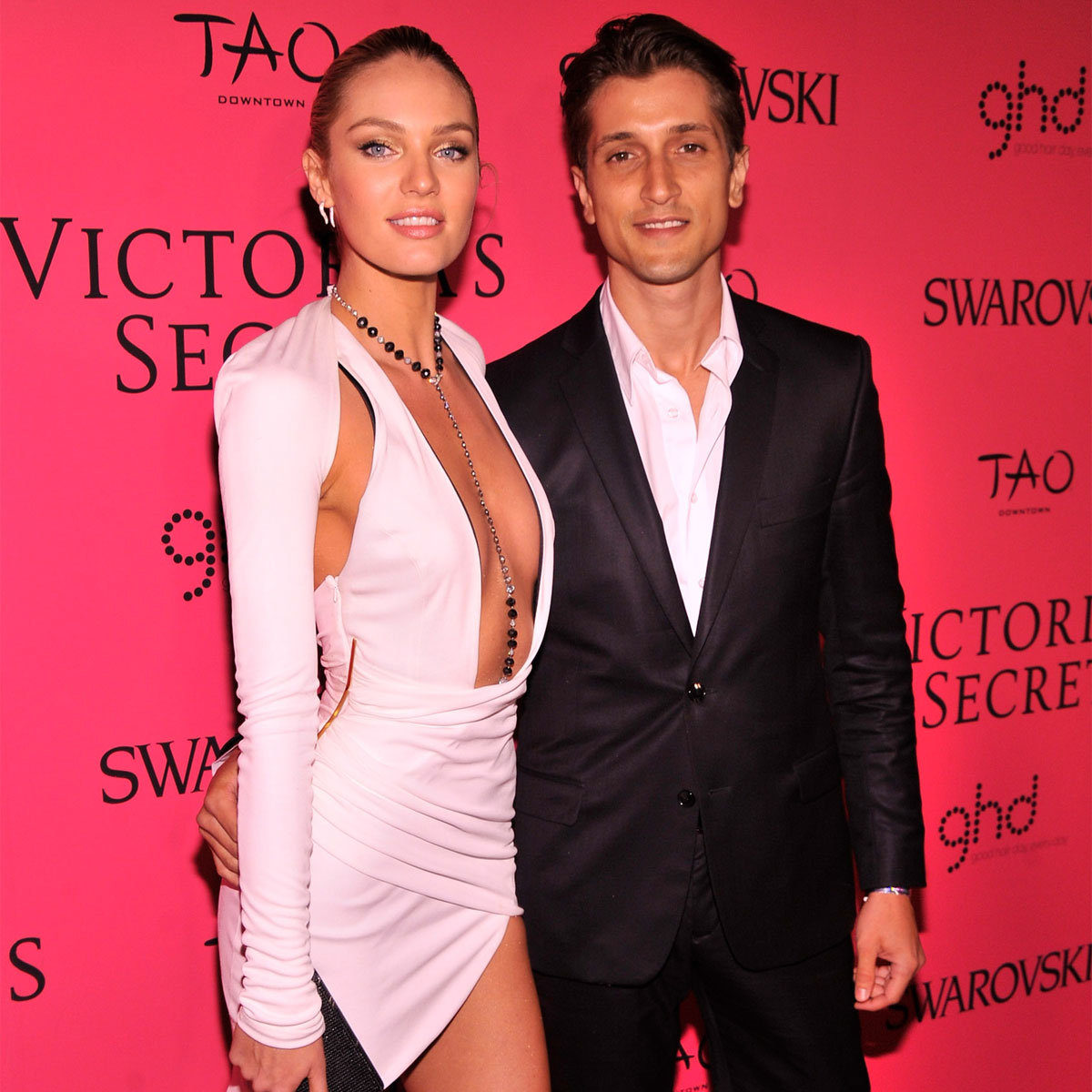 """kings of leon singer dating victorias secret model The victoria's secret fashion show will be shown on tuesday, nov 28 at 10 pm et on cbs """"merging fashion, fantasy and entertainment, the lingerie runway show will include pink carpet interviews, model profiles, a behind-the-scenes look at the making of the show and musical performances that will be announced at a later date,."""
