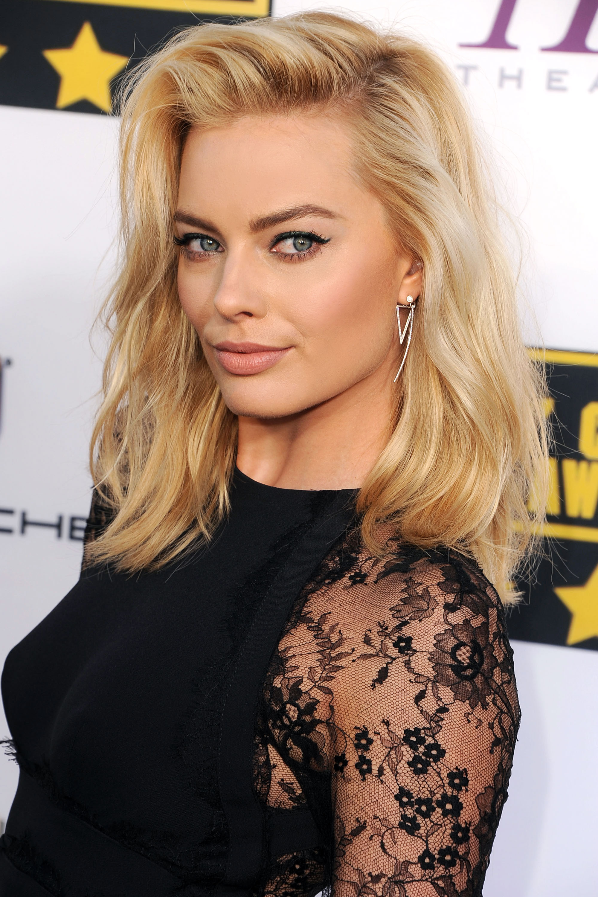 Fine 33 Best Medium Hairstyles Celebrities With Shoulder Length Haircuts Short Hairstyles For Black Women Fulllsitofus