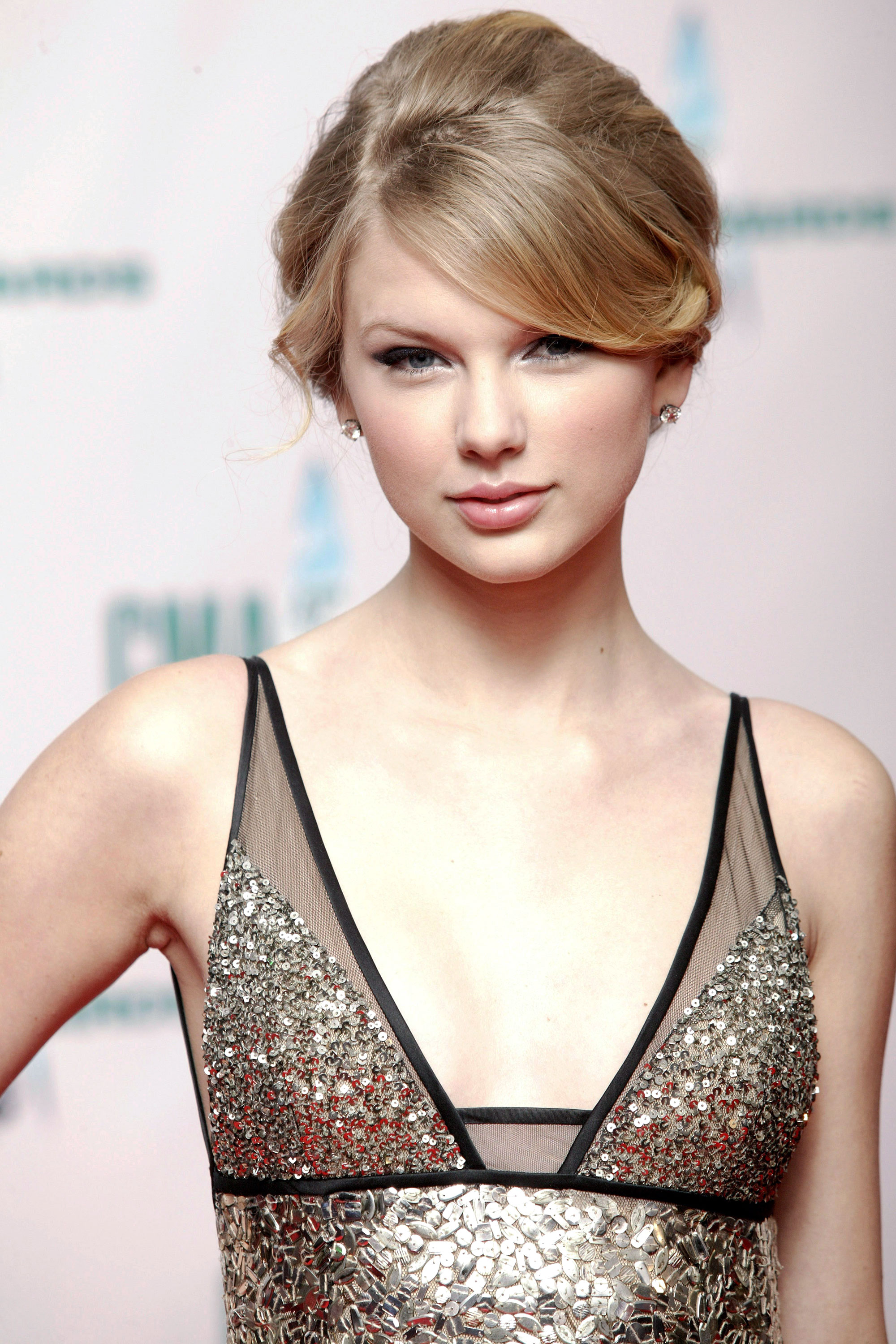 ... Swift Hairstyles - Taylor Swift's Curly, Straight, Short, Long Hair