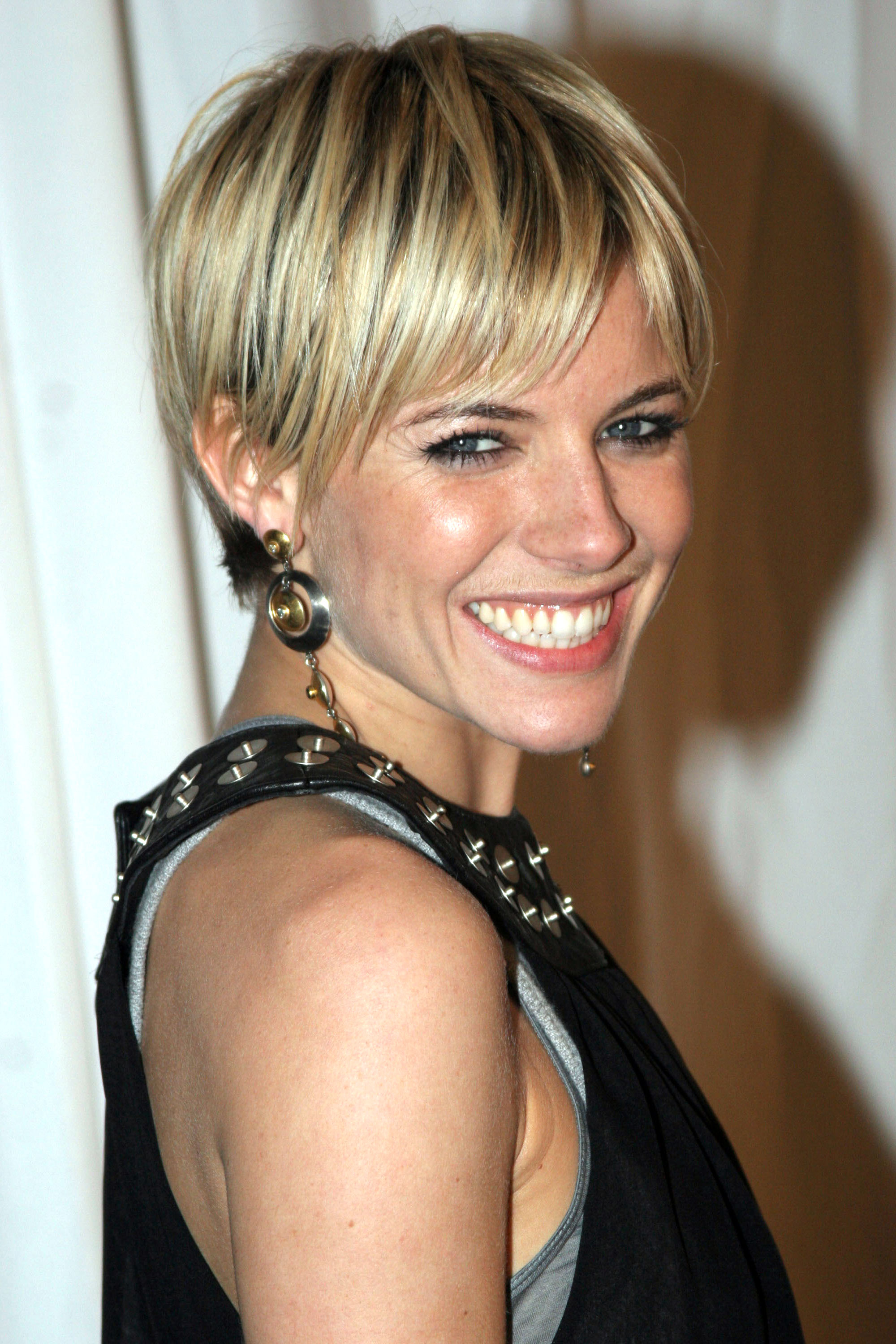 Fantastic 42 Pixie Cuts We Love For 2017 Short Pixie Hairstyles From Short Hairstyles Gunalazisus