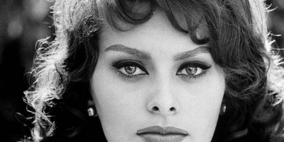 20 Photos of Sophia Lo...