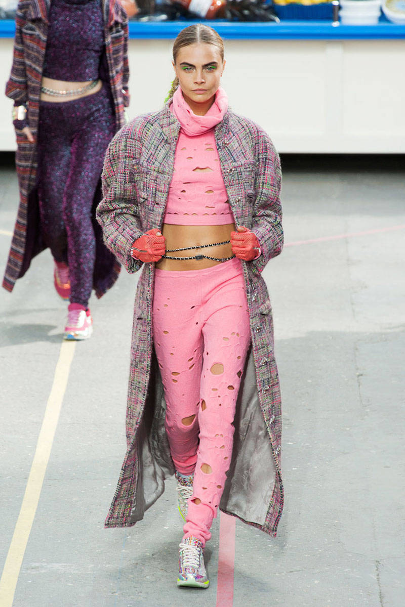 Top 10 looks from paris fashion week best fashion from for Lg store paris