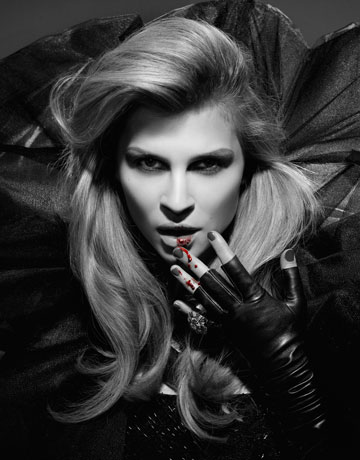 The fashion vampires with gold teeth 42