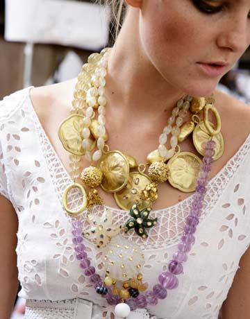 How to Wear Jewelry - Fashion Trends for Jewelry