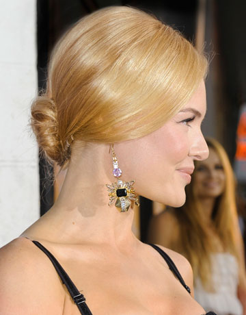 Incredible 11 Updos Perfect For Any Party Chic Updo Hairstyles Short Hairstyles For Black Women Fulllsitofus