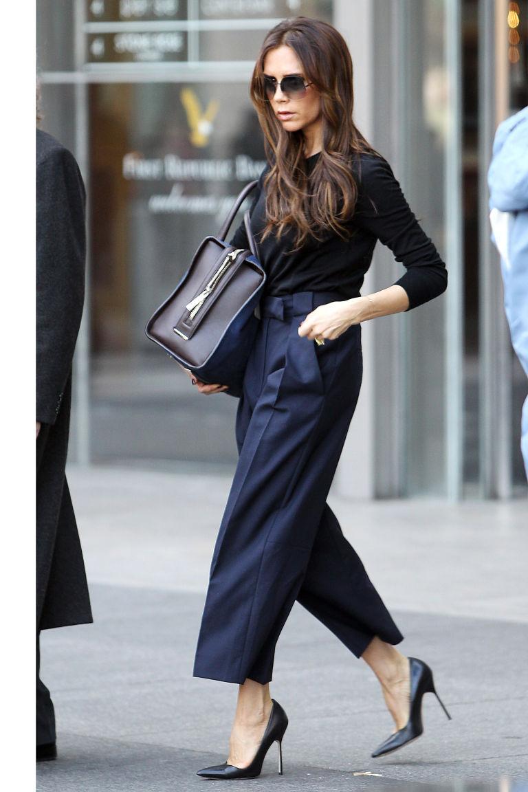 Η Victoria Beckham δείχνει τον τρόπο