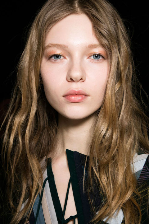 fall 2016 beauty trends, shimmey eye makeup
