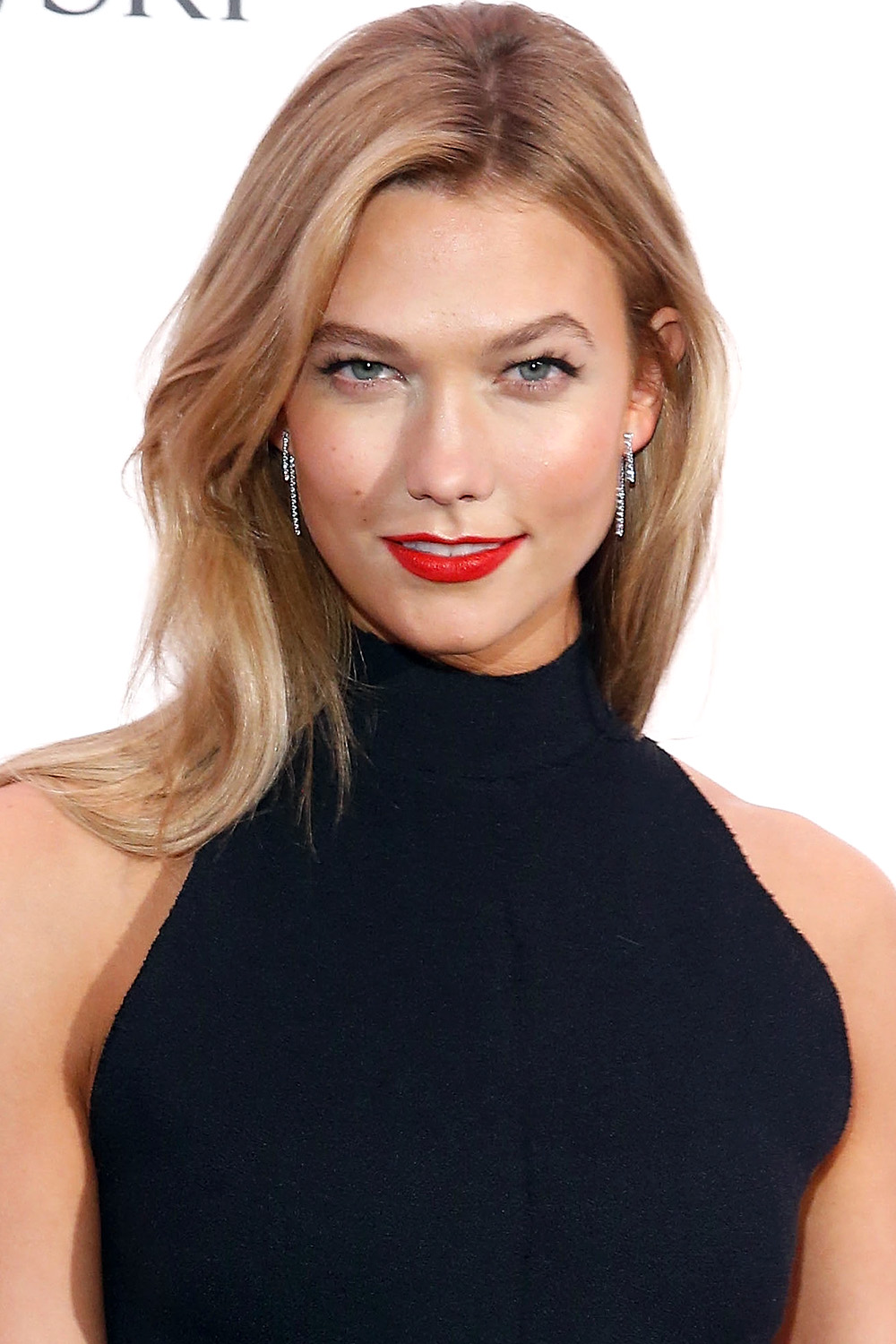 med length haircut 25 best medium hairstyles with shoulder 2886 | hbz medium length hairstyles karlie kloss