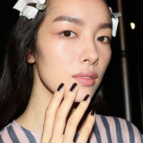 INSPIRED BY:Vera Wang Spring/Summer '17 WHY WE LOVE IT:High-shine black polish is making its mark as 2017's best nail accessory. Whether vertically striped (as spotted at Vera Wang), curved around the cuticle, or painted at the tips—it's a simple but bold look that appears equally chic when painted over bare nails or alongside vibrant pops of color. @jinsoonchoi
