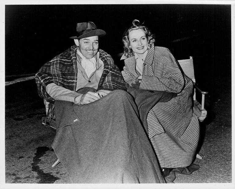 Clarke Gable and Carole Lombard during a night shoot for Too Hot To Handle